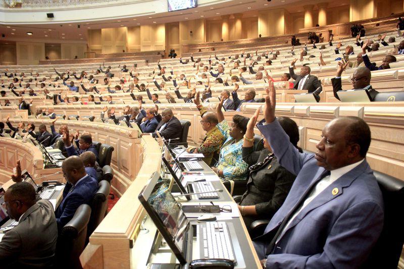 Deputados propõem a Retirada do Passaporte Diplomático a quem o Usar Indevidamente