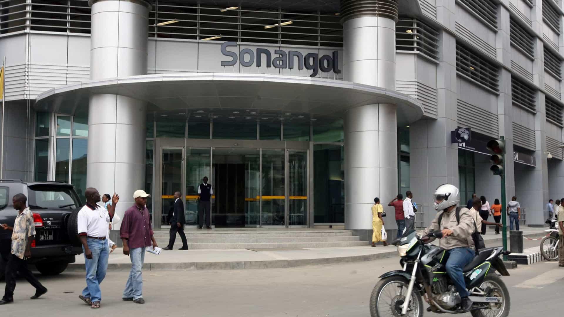 Angola embolsou no 2º trimestre 6,7 mil milhões de euros com petróleo