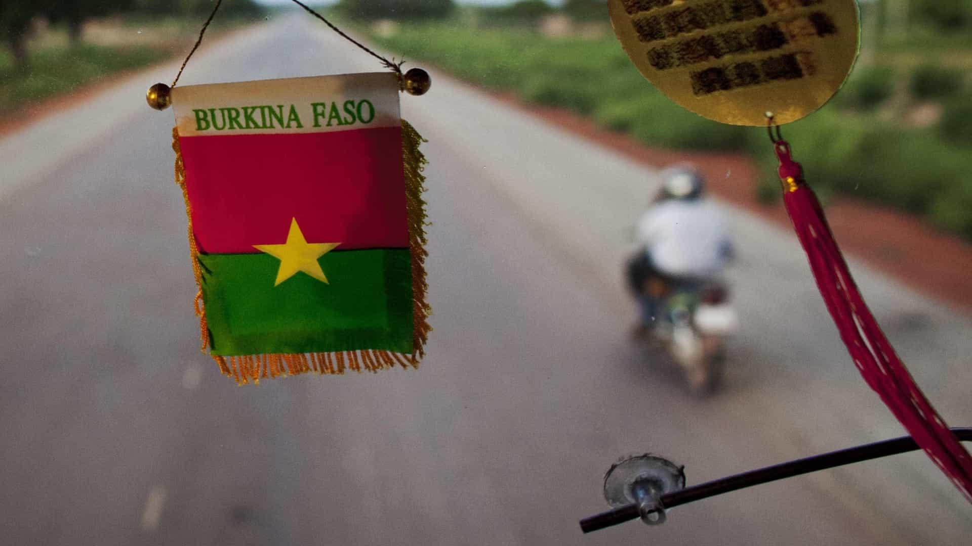 Ataque terrorista no Burkina Faso matou três polícias e feriu sete