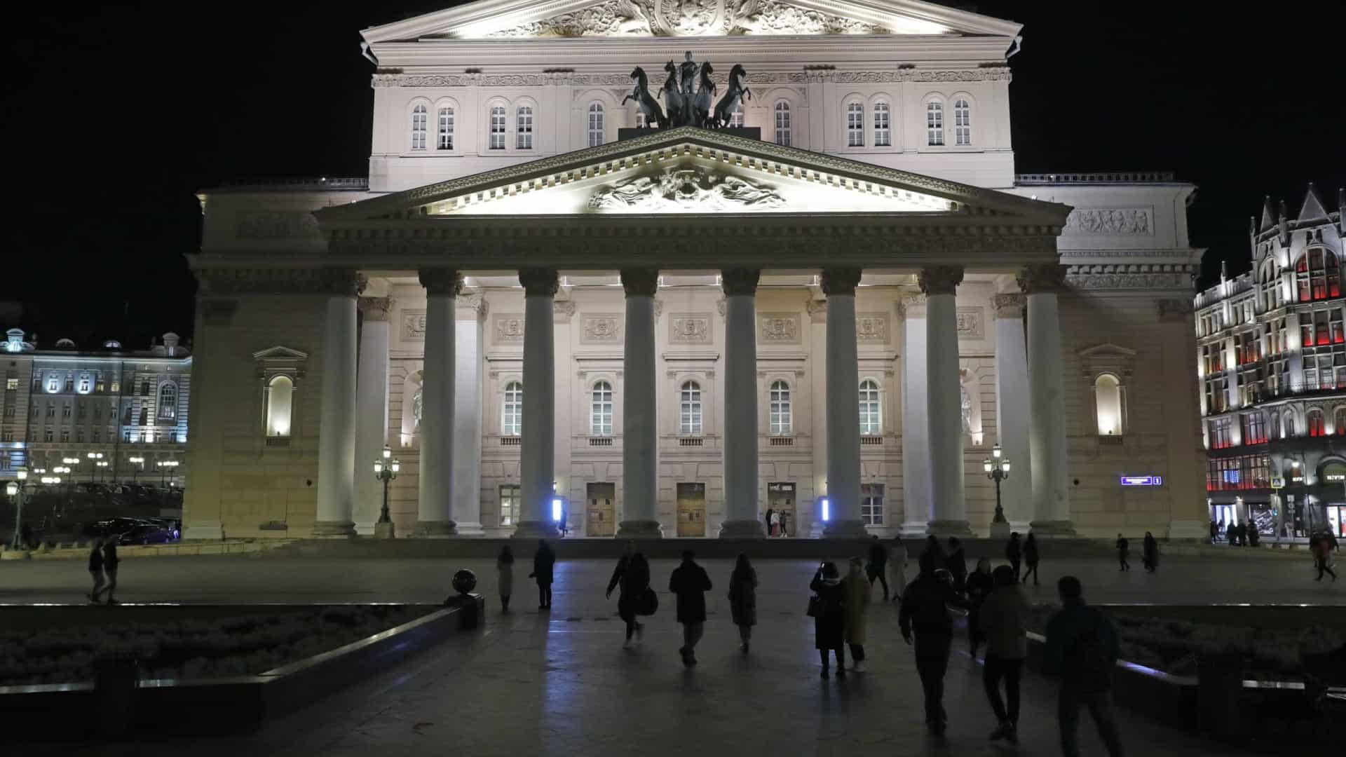 Bailarino do Teatro Bolshoi morre num acidente durante ópera